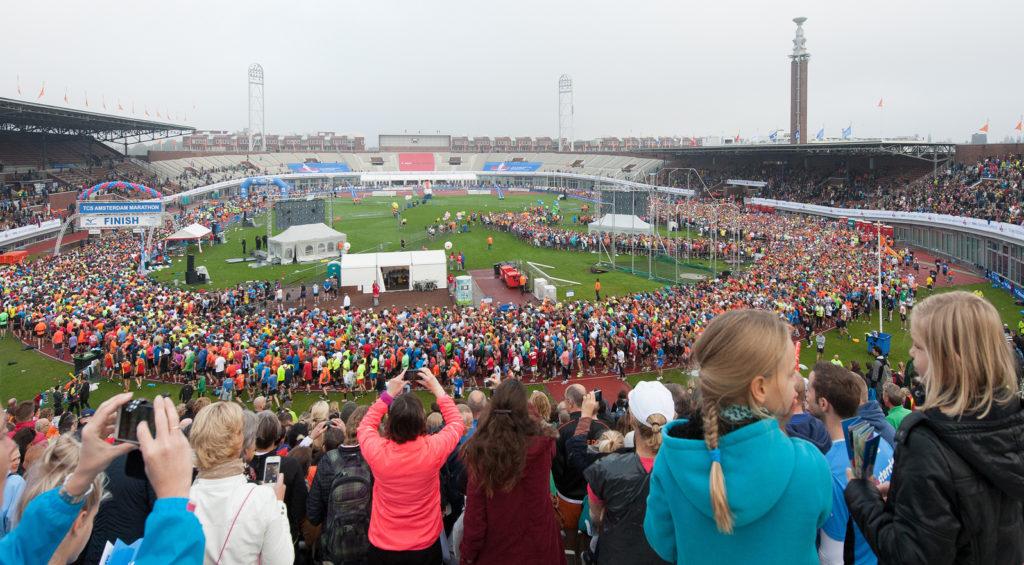 Старт и финиш расположены на Олимпийском стадионе 1928 года.