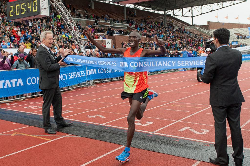 Один из фаворитов - Wilson Chebet из Кении - трехкратный победитель в Амстердаме и держатель рекорда трассы.