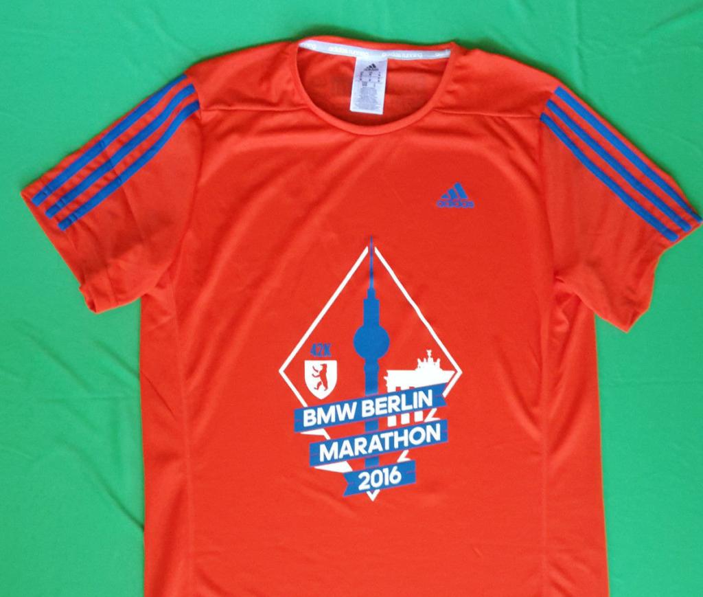 На экспо можно было купить футболку участника марафона.