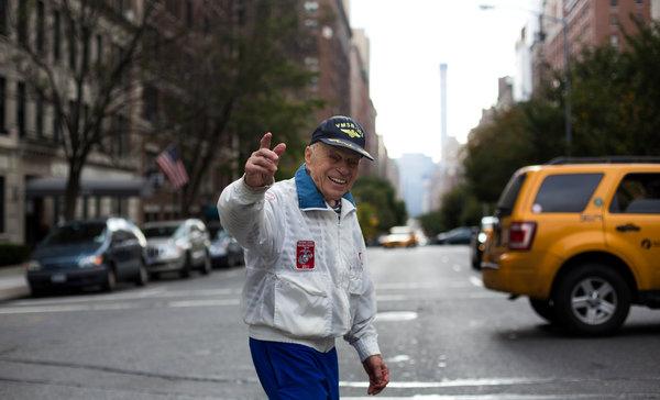 Джонатан Мендес на улицах Нью-Йорка