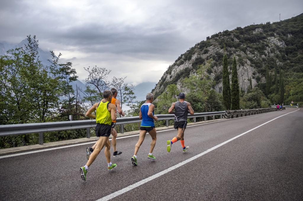В середине ноября в Италии устанавливается идеальная погода для бега. Полумарафон Garda и нынче побаловал своих участников теплом.