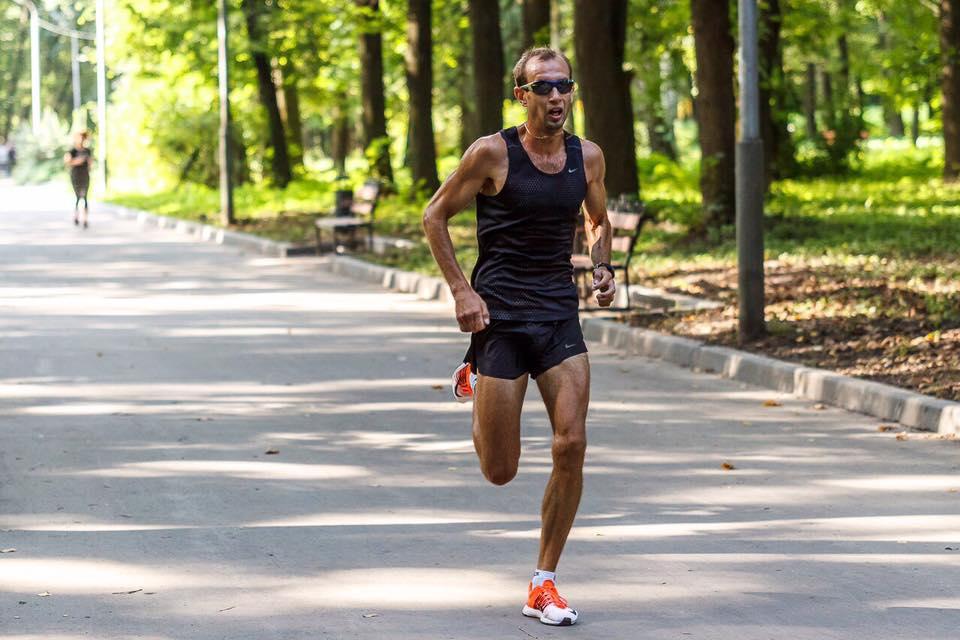 Обладатель рекорда среди мужчин Александр Именин. Его время 00:15:14.