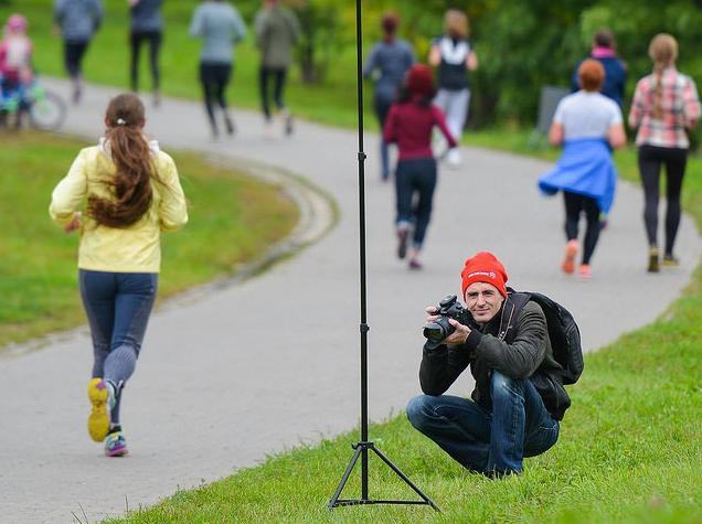 Каждый забег снимают фотографы-волонтеры. Ведь главное в пробежке - пост в соцсетях)). Фото Дмитрий Пирогов