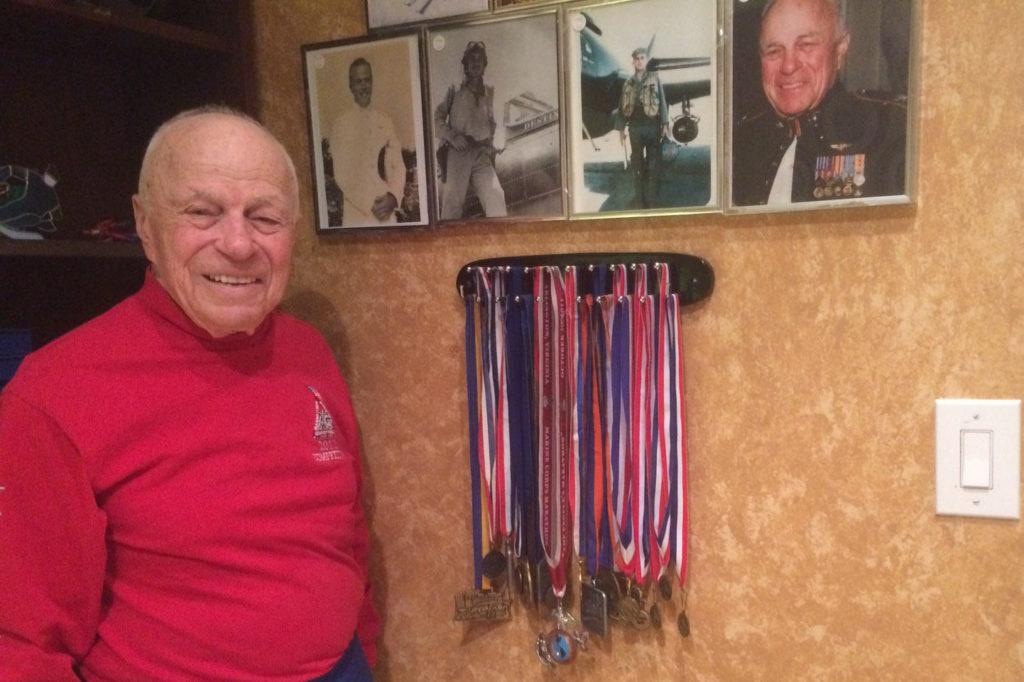 Джонатан и медали финишера