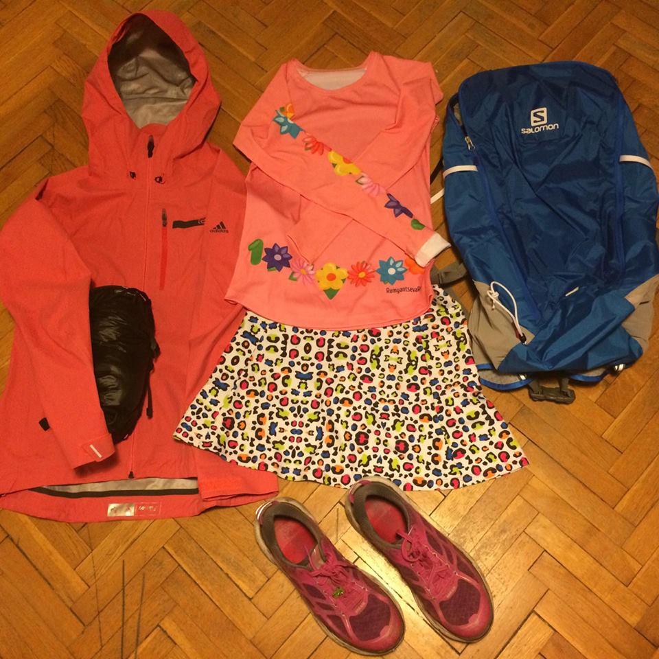 С собой Женя берет минимум вещей: легкий и компактный спальник, пара курток и любимые кроссовки для длинных дистанций