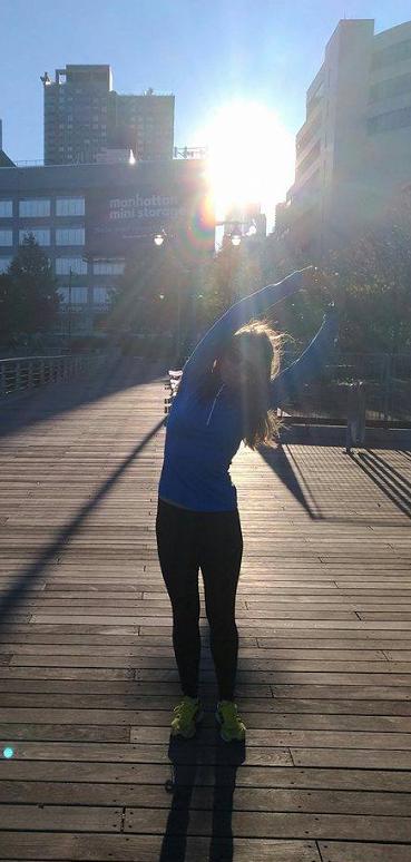 Нью-Йорк встретил марафонцев солнечной и теплой погодой.