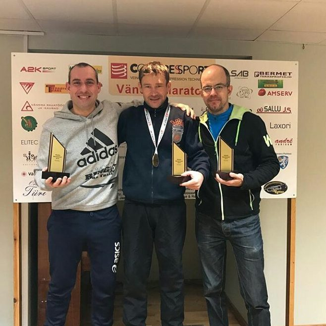 Награждение после финиша. занял третье место за три марафона за три дня (2-4 декабря 2016)