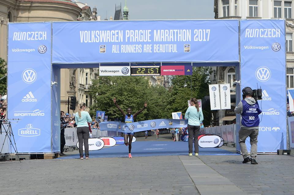 prague marathon women